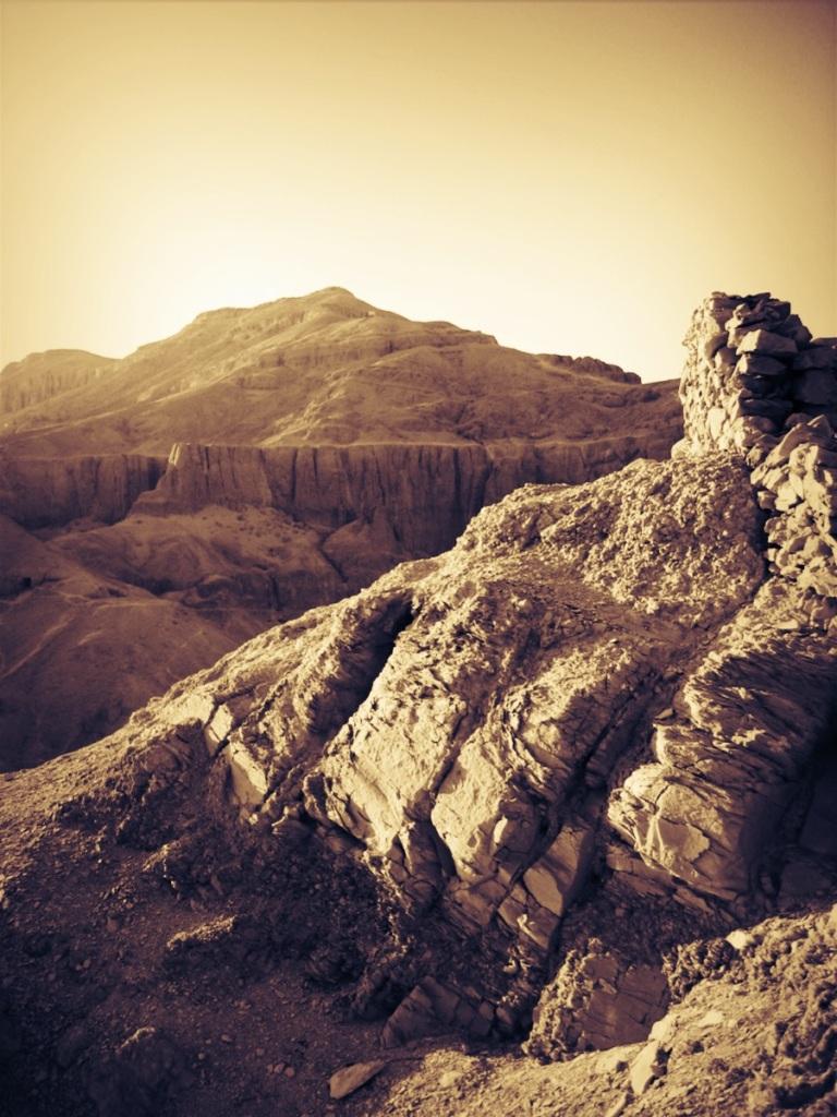 The Theban mountains in Luxor© Cindy Giannoulatos-Malnasi